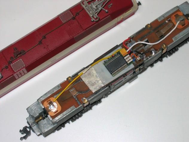 Decoder in der BR 120 fertig angeschlossen