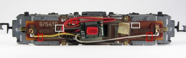 BR 110 Platine mit Decoder und Leiterbahnunterbrechung