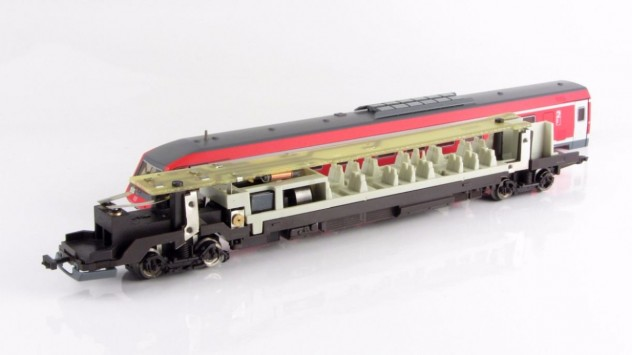BR 610 von Fleischmann mit demontiertem Gehäuse