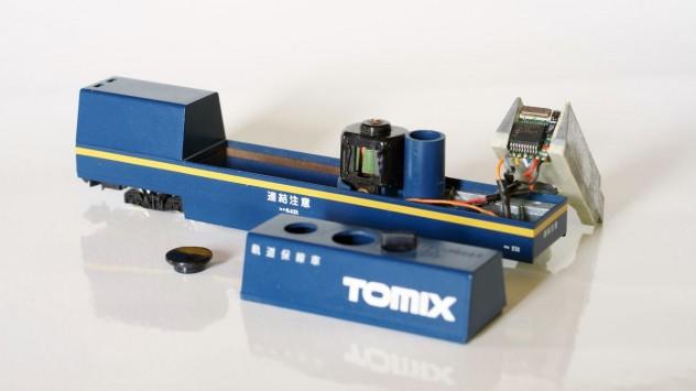 Tomix Reinigungswagen mit angeschlossenem Digitaldecoder