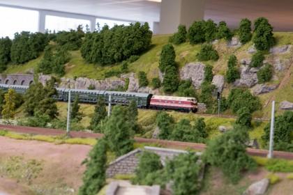 Ein Zug der DR durchquert das LOK LAND